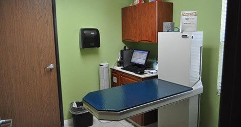 Bloomfield Animal Hospital Office image clinic room 1